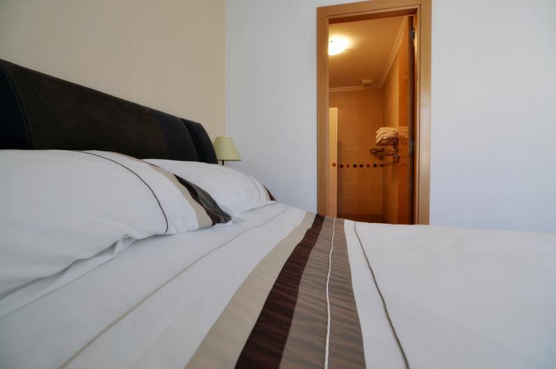 Camera da letto principale con bagno compreso box doccia