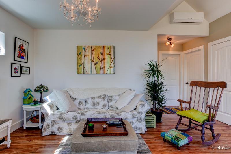 Acogedor salón con 50' pantalla plana TV inteligente