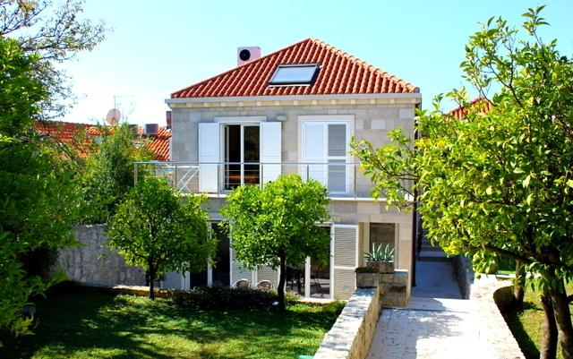 Quite 2+2 pax apartment in the old Cavtat, alquiler de vacaciones en Cavtat