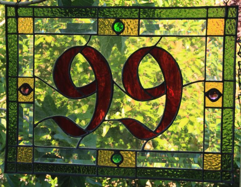 Il nostro indirizzo-con vetro colorato segnaletica!