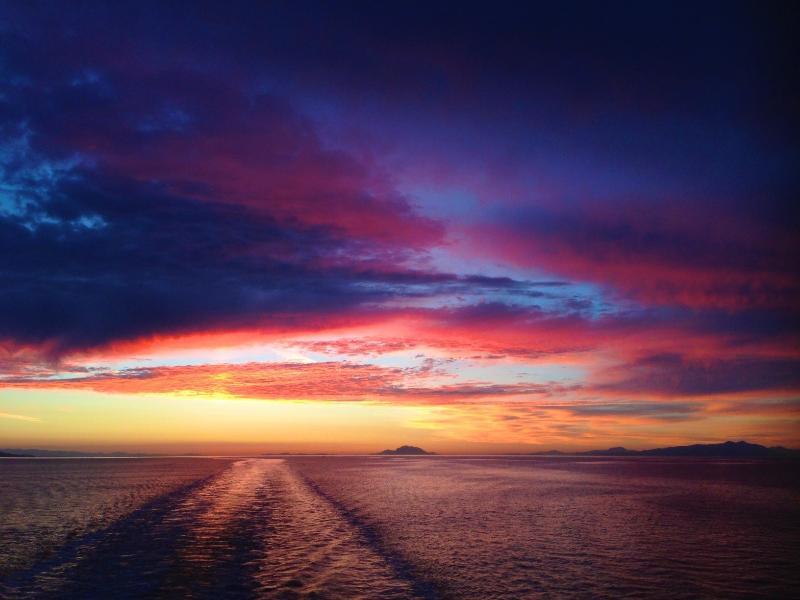 Disfrutar de hermosos atardeceres de la isla.