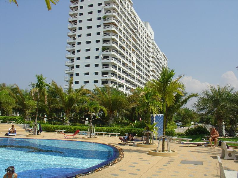Modern 18 Floor Condo only 500m from the beach with one of the largest and beautiful swimming pools.