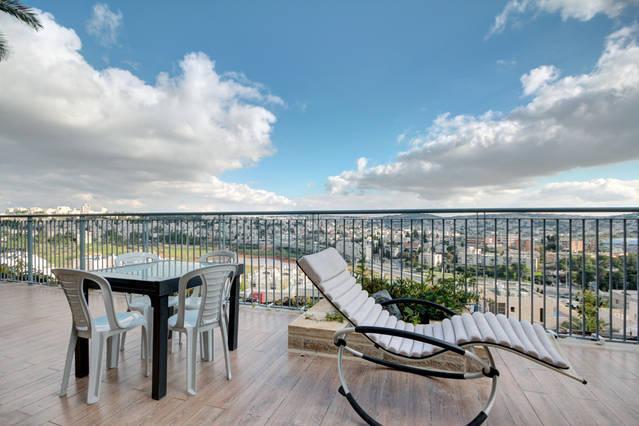 Stunning view of Jerusalem, alquiler de vacaciones en Nes Harim