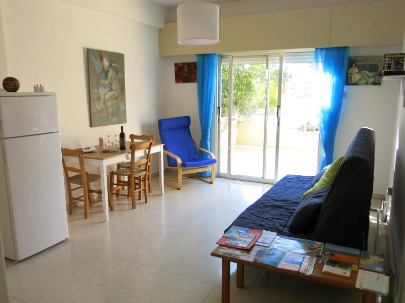 Walk Away From Beach, Bustop, Bars and Restaurants, holiday rental in Larnaca