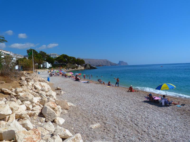 playa con vistas al peñón de Calpe