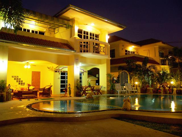 Bai Chabaa Villa 2 - Luxury Villa with Private Pool in Pattaya, holiday rental in Pattaya
