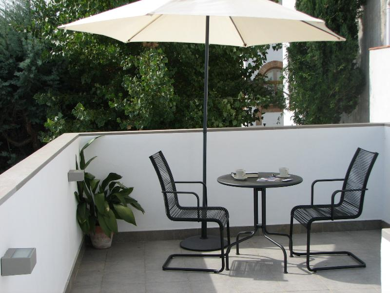LA CASA DEL ARCO EN ALBAYZÍN-GRANADA.TERRAZA Y JARDÍN, holiday rental in Granada