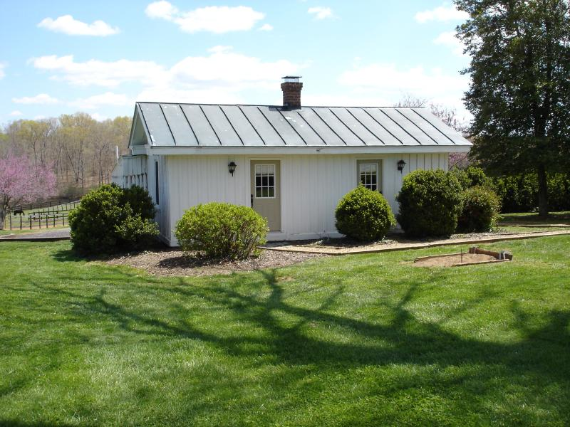 Servants' Cottage on Huge Horse/Cattle Farm, vacation rental in Charlottesville