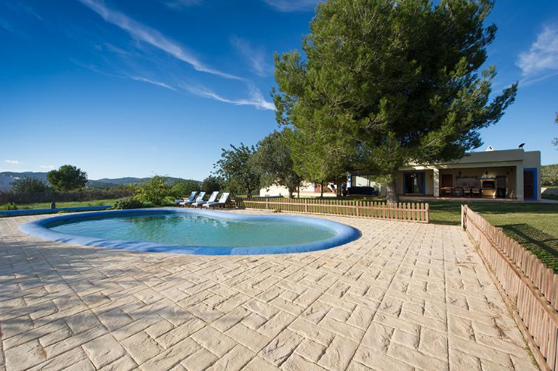 Casa con jard n y piscina cerca ibiza ibiza ciudad for Ciudad jardin ibiza