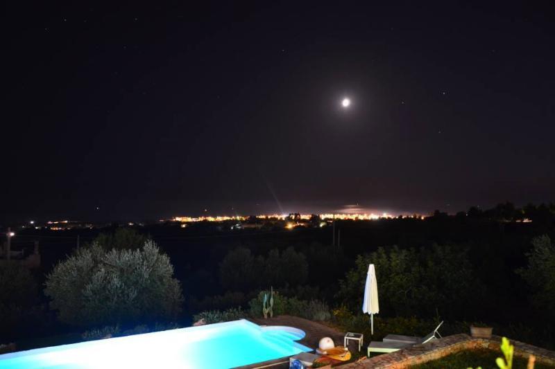Notturno Salentino Con la luna che si specchia nel mare