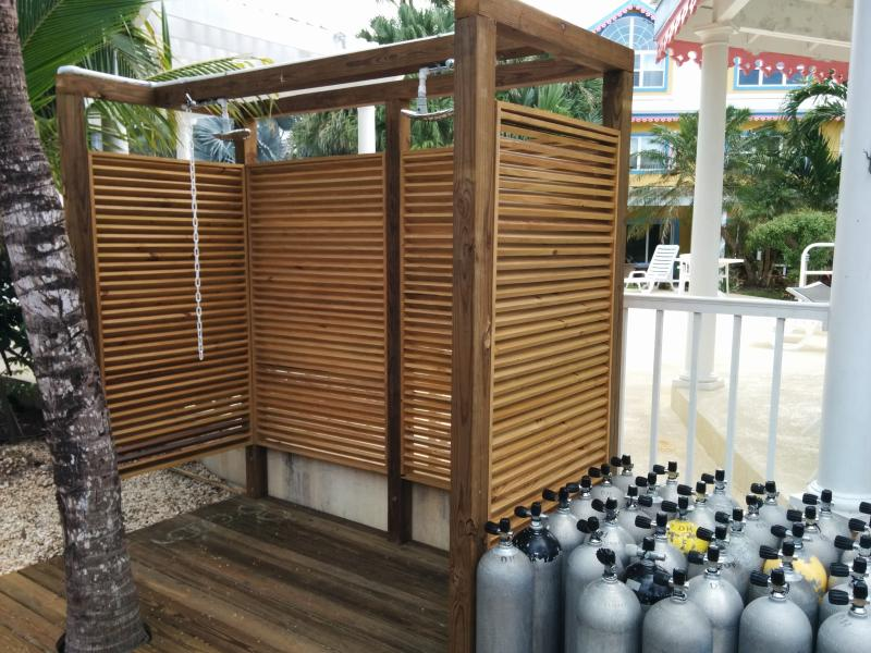 Outdoor shower and on-site air tanks for shore diving