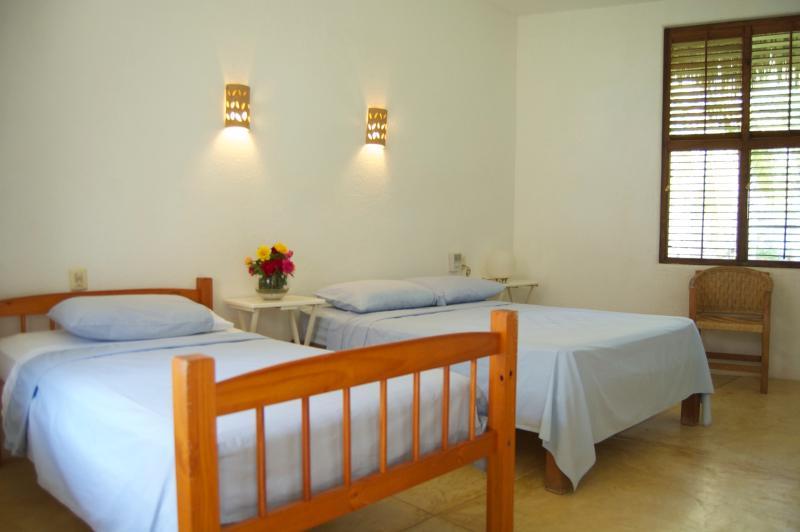 Les 5 chambres de Lumina sont refroidis par des méthodes traditionnelles eco et ventilateurs de plafond.  Salles de bains privatives.