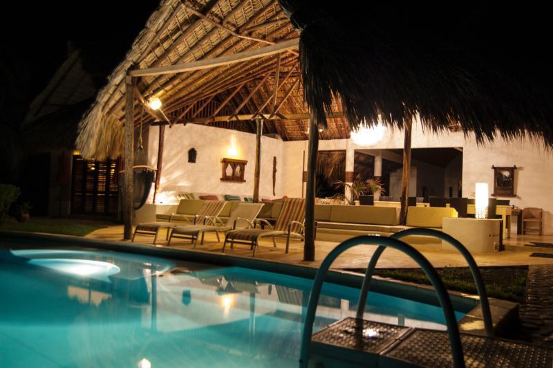 Profitez des soirées embaumées, nager dans la piscine sous les étoiles - les plus merveilleuses vacances que vous pouvez imaginer