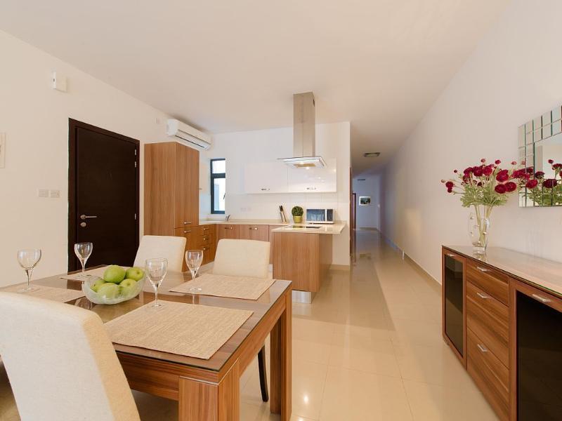 Área de plano de cozinha/sala de jantar aberta