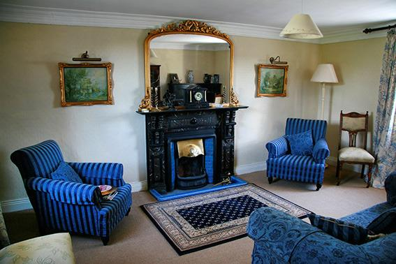 Sittingroom with open fire