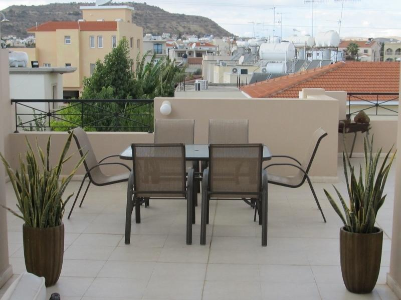 2 bedroom penthouse with large patio and balcony, holiday rental in Larnaca