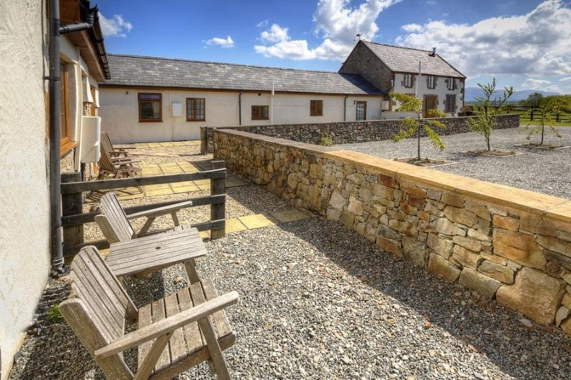 Rear patio- watch the sunrise over Snowdon with a morning coffee