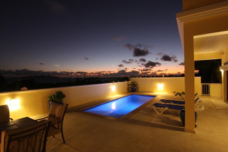 Couchers de soleil sont superbes à l'amandier Villa.