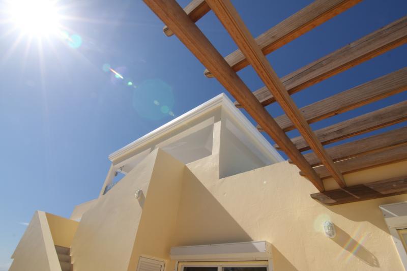 Design moderne avec tout le confort de style de l'île est la marque de Almond Tree Villa