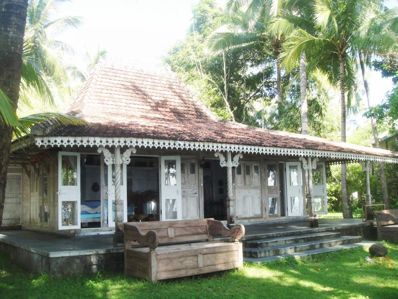 Jomaro Beach House, holiday rental in Les