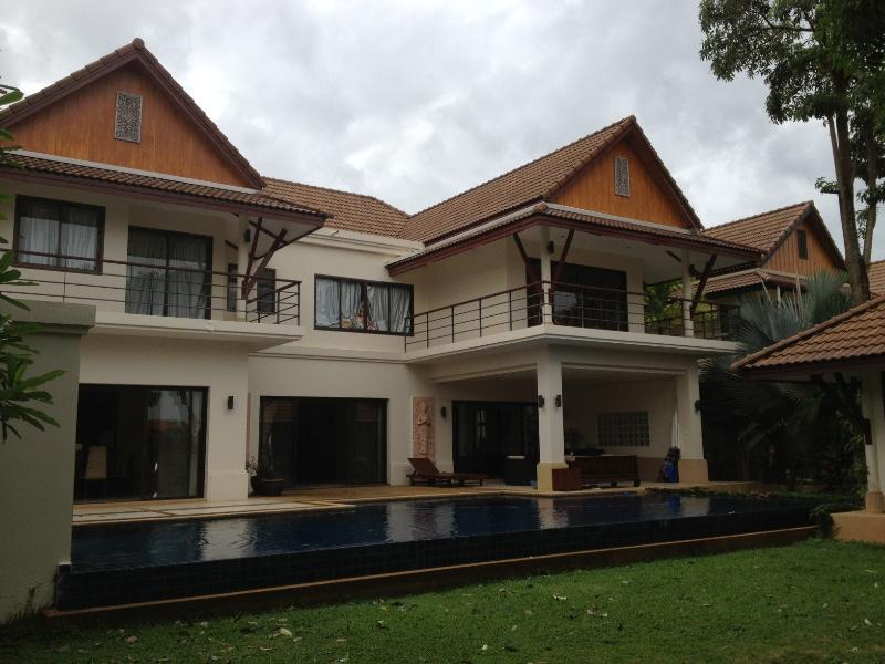 Phuket Retreat, vacation rental in Talat Nuea