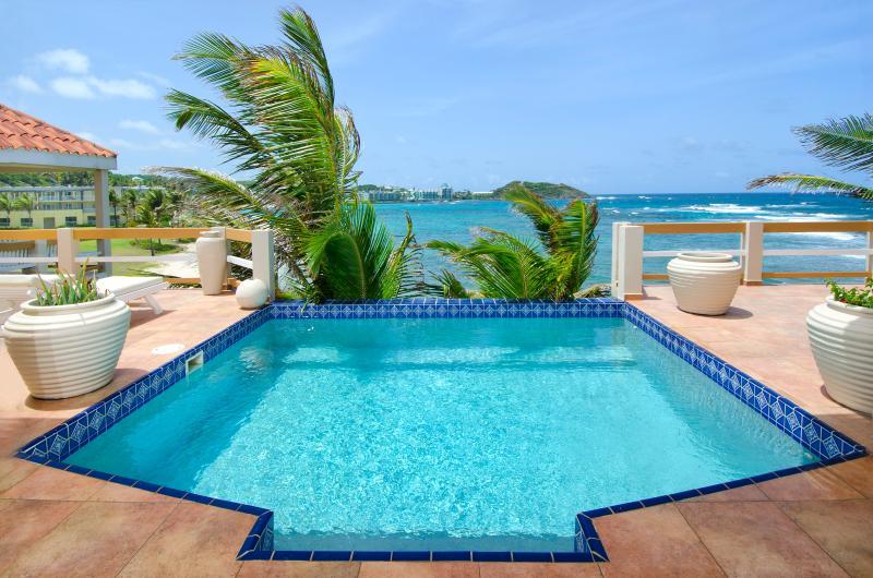 Bell'Mare, 3BR beachfront vacation rental on Dawn beach, St. Maarten