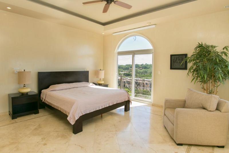 Master bedroom, usptairs