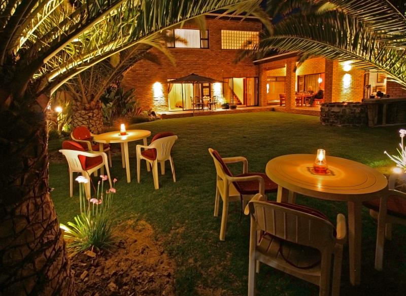 Beautiful Palmgarden with delightful lighting and  smoking area.