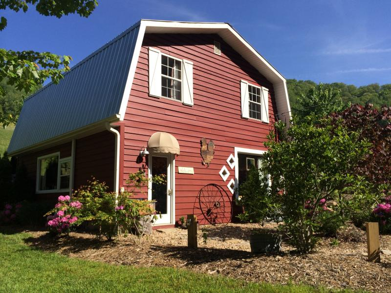 East Fork Cottage at East Fork Farm, holiday rental in Marshall