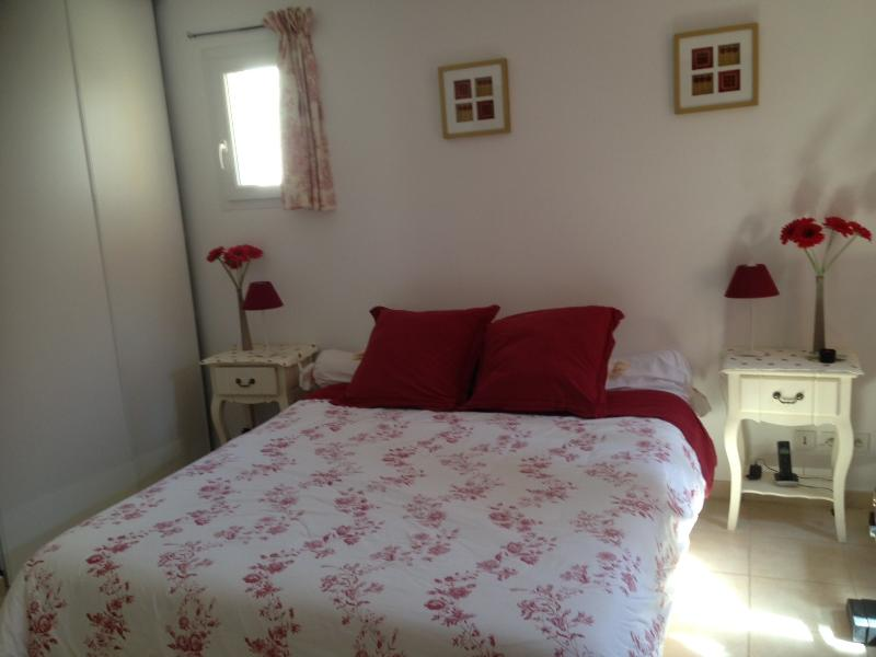 chambre d hotes 3 epis sur golf Pont Royal, holiday rental in Alleins