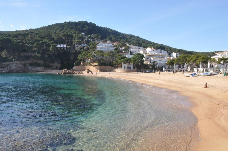 Apartment in the little cove of Tamariu, vacation rental in Palafrugell