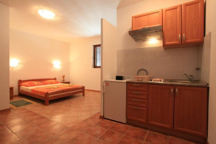 Apartments Pinus - Studio No.4, holiday rental in Jelsa