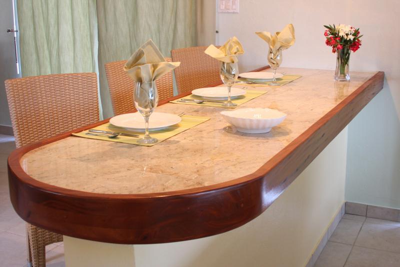 Salle à manger offre la vue sur l'océan et de Saint-Martin.