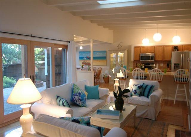 Welcome to 'Casa Felice'! Charming and beautifully furnished Carmel-by-the-Sea beach home. Withing easy walking distance to gourmet restaurants and unique high-end shopping and galleries.