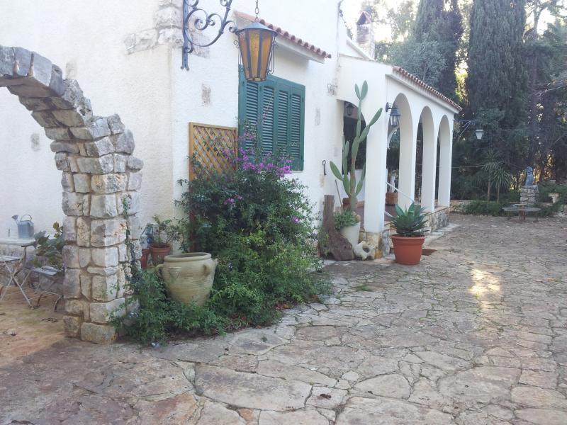 vista esterna ingresso villa