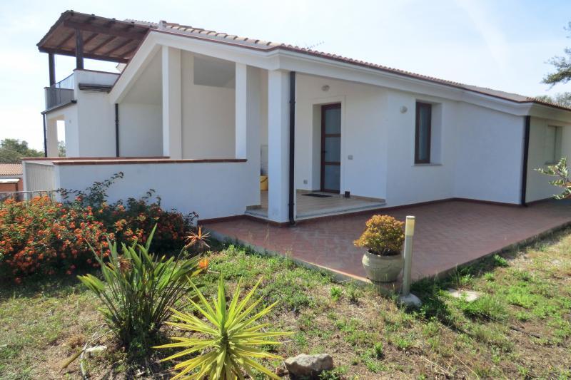 Melissa, Bilocale al mare con veranda, holiday rental in Bari Sardo