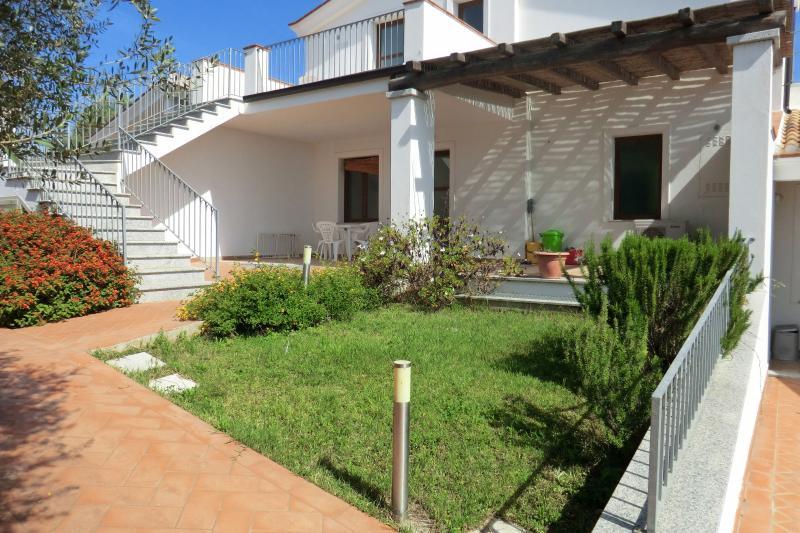 Elisa, Bilocale al mare con veranda, holiday rental in Bari Sardo