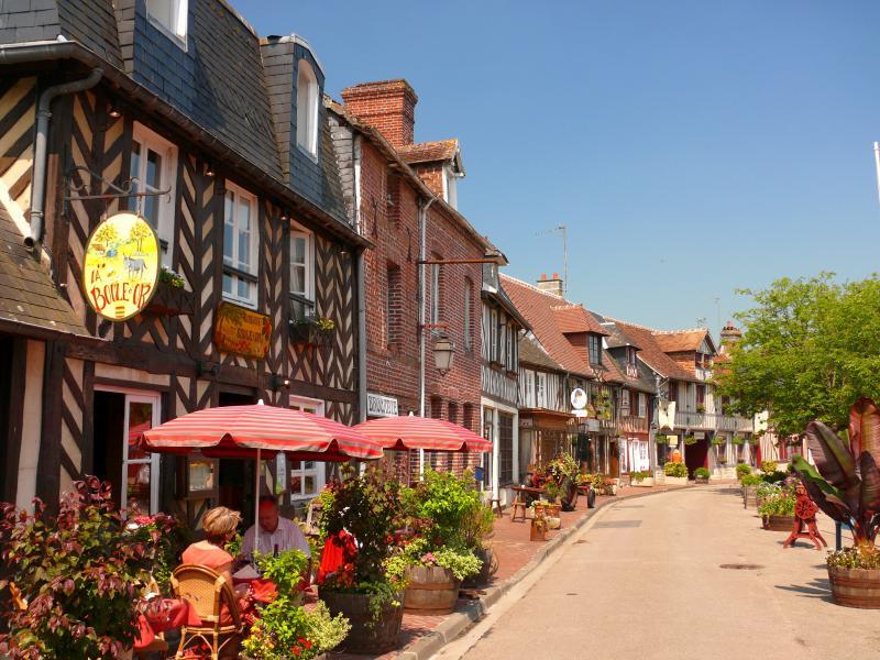 Beuvron en Auge, l'un des plus beaux villages de France, à voir absolument à 15 kms