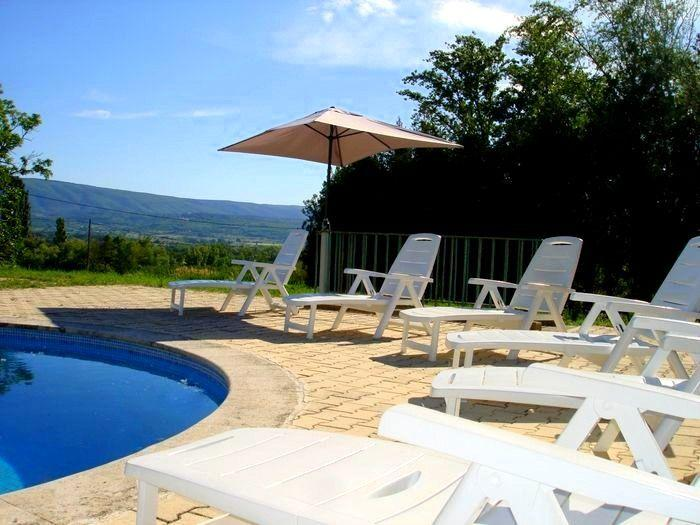 LS2-209 AZUREN with a wonderful view !, holiday rental in Bonnieux en Provence