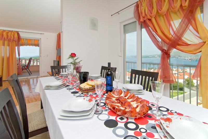 Table à manger avec vue sur la mer ! -Air conditionné