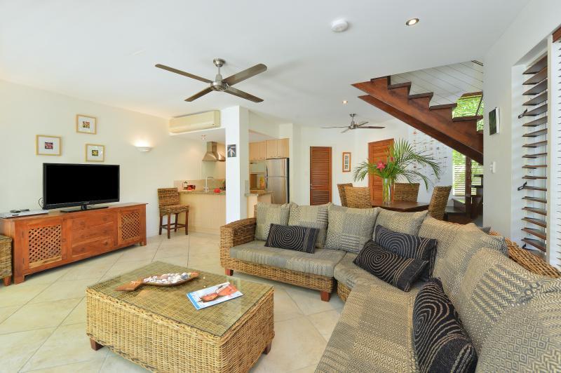 Frangipani Villa possède le grand salon, cuisine complète et salle à manger.