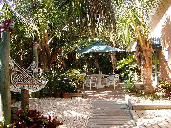Dog & Family friendly Oceanfront Garden Villas, holiday rental in Indialantic