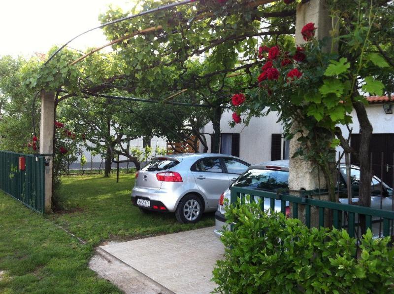 Apartments Mikulic (1) in Ližnjan, location de vacances à Liznjan
