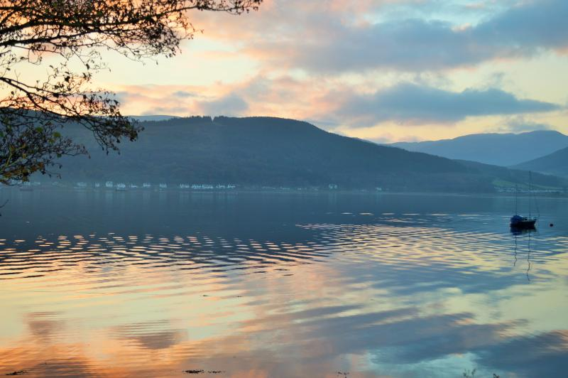 Vistas sobre o Santo Loch ao longo da Esplanada