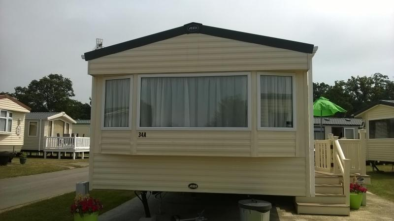Ultra Clean Caravan at Hoburne Park, Christchurch, vacation rental in Christchurch