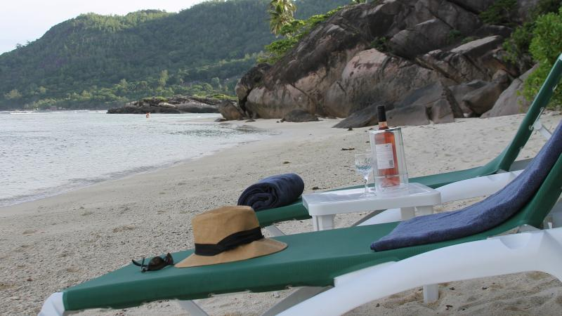 Beachfront Villa on 1 of Seychelles Best beaches, Ferienwohnung in Anse Forbans
