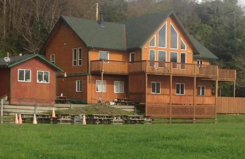 Gold River Lodge, location de vacances à Klamath