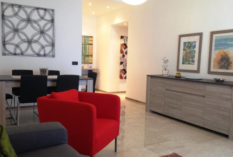 Stay Like Home: cosy apartment 120 sqm 4-6 sleeps, private parking, holiday rental in Buccinasco