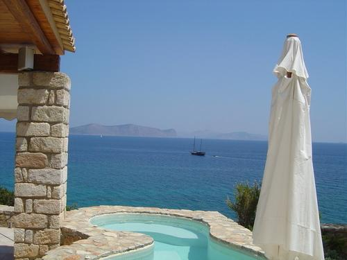 Thalassoporta: Stunning views and a private beach, holiday rental in Kosta