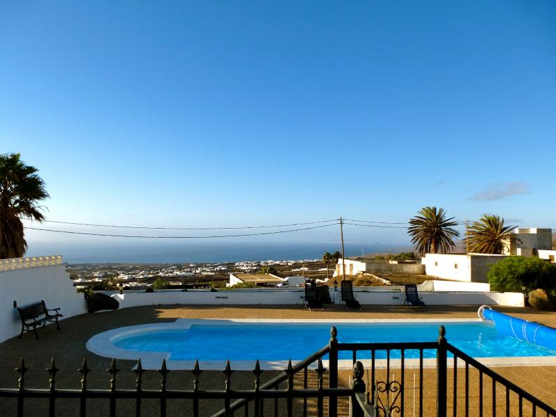 The swimming pool with fantastic views of Fuerteventura and the ocean